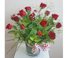 15 Red Roses in Glass Vase